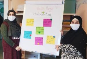"""Die Bildungsbotschafterinnen Mariam El-Hammoud und Silvana El-Jamal laden regulär einmal im Monat zu """"Tee und Thema"""" (Bild: BildungsbotschafterInnen in Kita, Schule und Stadtteil)"""