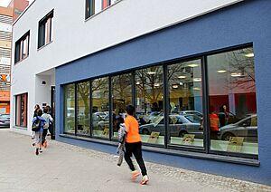 Das Olof-Palme-Zentrum soll der Förderung von Angeboten für Kinder und Jugendliche dienen sowie ein Ort der Begegnung sein. Zielgruppe sind alle Bewohnerinnen und Bewohner, Priorität haben Kinder und Jugendliche. Foto: Dominique Hensel