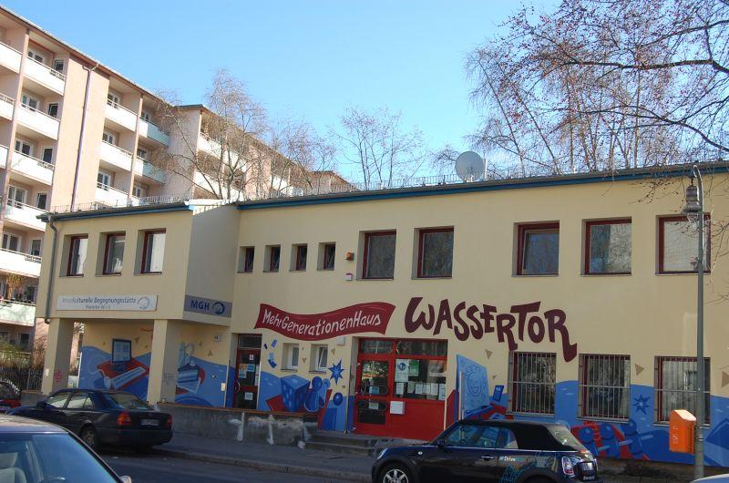 Wassertorplatz for Mehrgenerationenhaus berlin