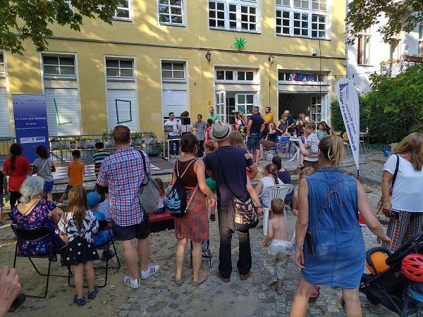 """""""Groß werden in Schöneberg"""" war das Motto des Bildungsfestes. Bild: Ute Großmann / QM"""