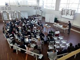 Blick in den Saal beim Auftaktworkshop zu 20 Jahren Quartiersmanagement. Foto. SenSW