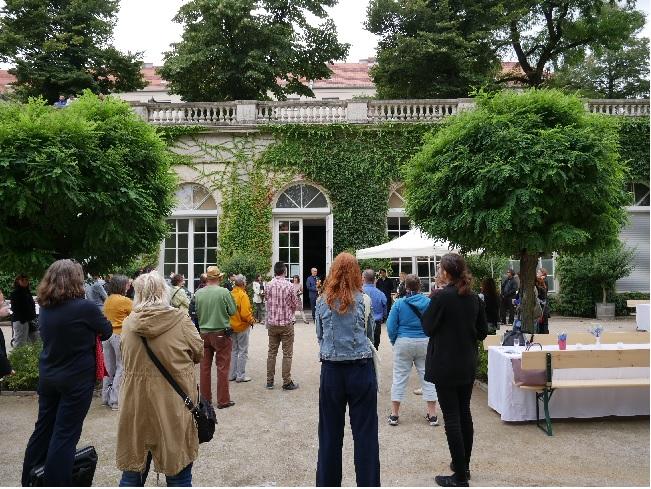 Auch so sieht Neukölln aus: Die Orangerie des Körnerparks diente als Kulisse für das Abschiedsfest am 27 August 2020. Bild: Elena Koßmann