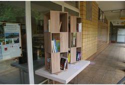 Lesen und Büchertausch im Lesesalon. Foto: QM Mehrower Allee/Weeber+Partner