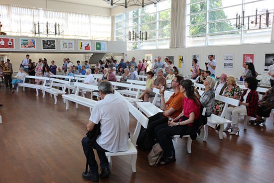 Der Kirchsaal der Evangelischen Brüdergemeine Gemeinde Berlin. Bild: QM Ganghofer Straße.