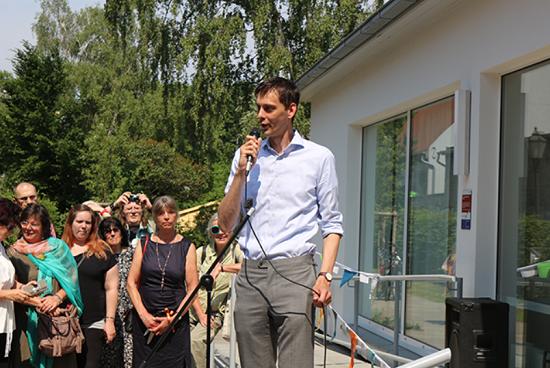 Neuköllns Bezirksbürgermeister Martin Hikel bei der Eröffnung des Kiezzentrums Rixdorf. Bild: QM Ganghofer Straße.