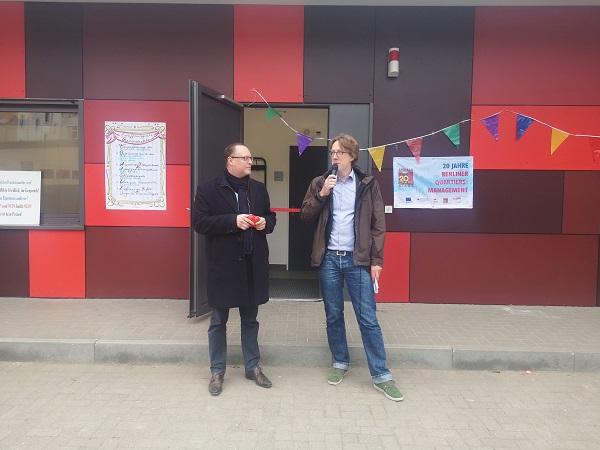 Falko Liecke (Stadtrat für Jugend) und Jochen Biedermann (Stadtrat für Stadtentwicklung), eröffneten das neue Gemeinschaftshaus. Foto: QM Richardplatz Süd