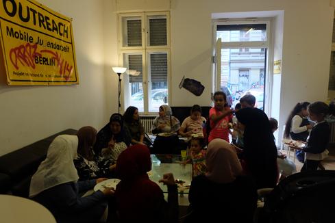 Mütter und Kinder kamen im Stadtteilladen zum gemeinsamen Essen und Spielen zusammen. Bild: QM Donaustraße-Nord