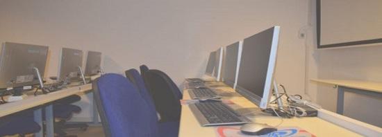 Blick in den Computertreff. Bild: Quartiersmanagement Rollbergsiedlung.