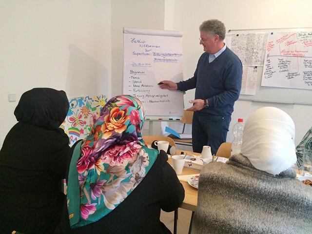 Neue Bildungsbotschafterinnen bei einer Schulung. Bild: BildungsbotschafterInnen-Projekt