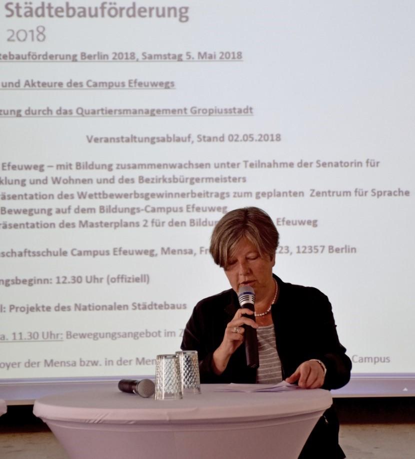 Senatorin Katrin Lompscher beim Tag der Städtebauförderung in der Gropiusstadt. Bild: Ungethüm