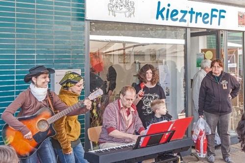 Bei rund 45 Veranstaltungen können die Berlinerinnen und Berliner beim Tag der Städtebauförderung 2017 Gemeinschaft erleben. Bild: QM Falkenhagener Feld-Ost