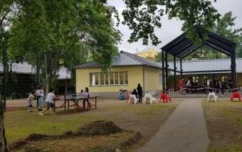 Beim Kiezturnier konnten über 30 Tischtennisbegeisterte gegeneinander antreten. Foto: Kinder- und Jugendkulturzentrum Statthaus Böcklerpark