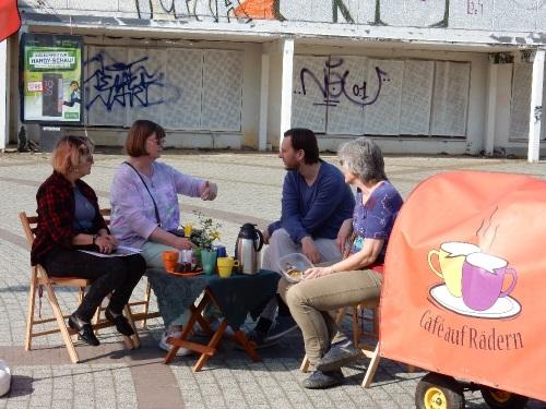 Die Bewohnerinnen und Bewohner bringen sich beim Café auf Rädern in die Umgestaltung des Boulevards ein. Bild: RF