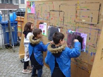 Beim Jubiläum des MehrGenerationenHauses konnten Kinder viele Spiele ausprobieren. Bild: QM Wassertorplatz