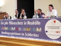 Vertreterinnen und Vertreter aus Politik und Verwaltung diskutierten mit Anwohnern. Bild: QM Schillerpromenade
