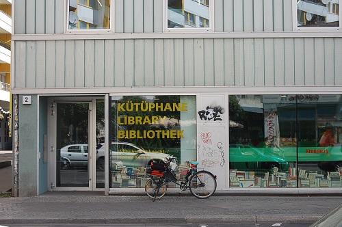 Ein erweitertes Angebot kann die Bibliothek zu einem Begegnungsort im Kiez machen. Bild: QM Zentrum Kreuzberg/Oranienstraße