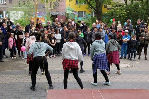 Tanzeinlage der Mädchengruppe beim Frühlingsfest. Foto: Kerstin Heinze
