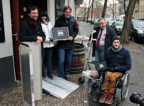 Die Rampen ermöglichen Menschen mit eingeschränkter Mobilität am öffentlichen Leben teilzunehmen. Foto: QM Richardplatz Süd